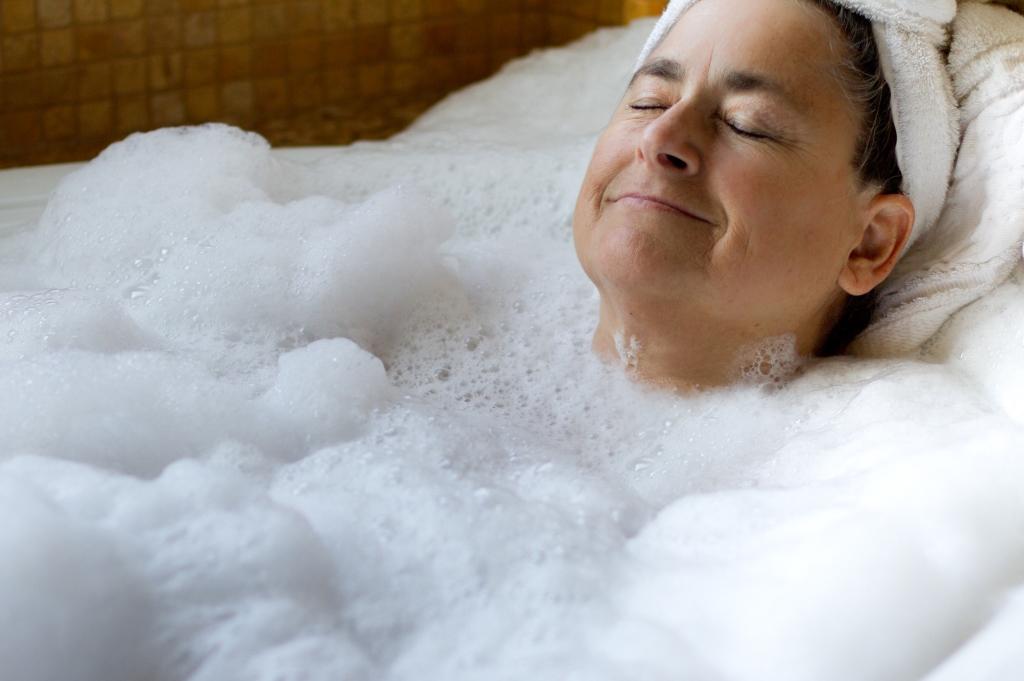 Badewannenlift: Welche Arten gibt es und welches Gerät ist das geeignete?