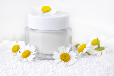 Trockenheit, Juckreiz und Veränderungen: Die richtige Hautpflege im Alter
