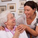 Umfrage zur Pflege ergibt: Deutsche wünschen sich Unterstützung im Haushalt und persönliche Zuwendung